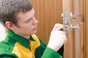 Can A Locksmith Open an Apartment Door?