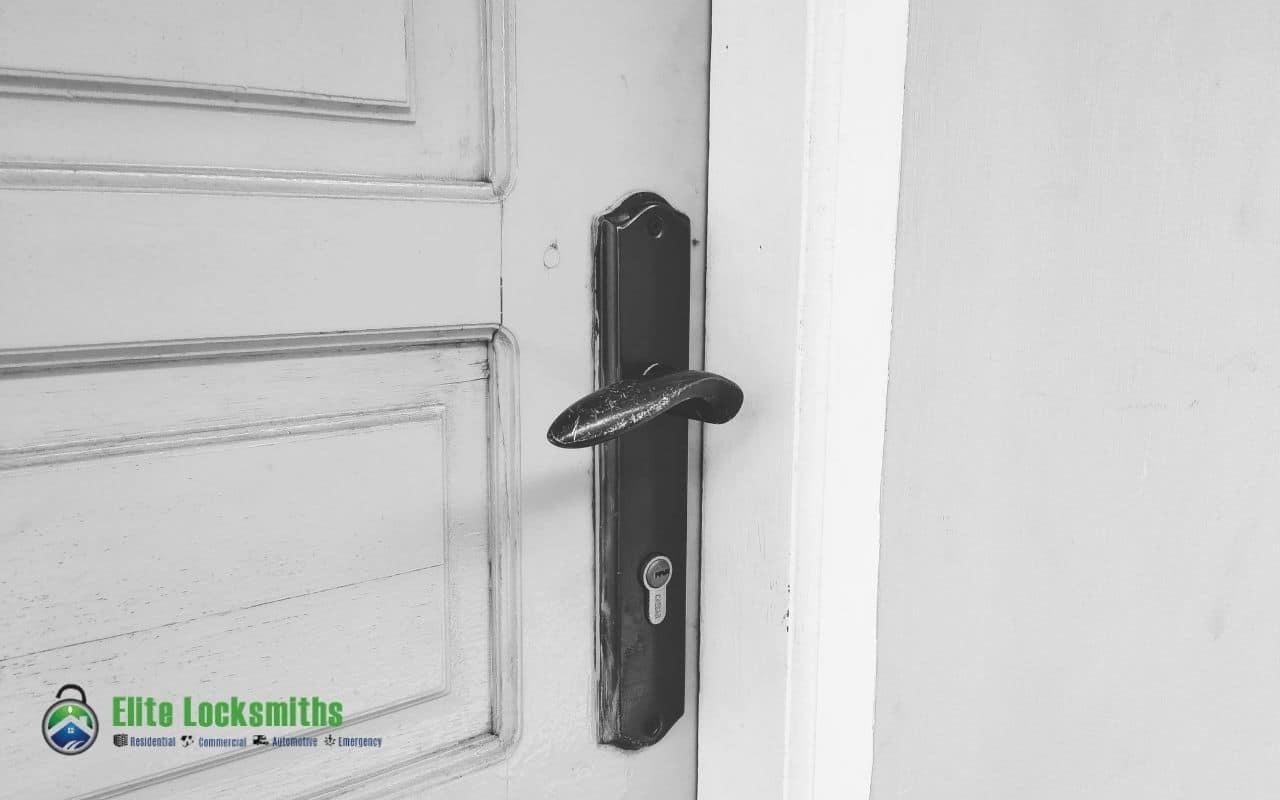 How To Fix A Stuck Door Latch?